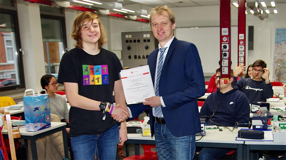 Jonas Bröring unter den besten Physik-Schülern Deutschlands